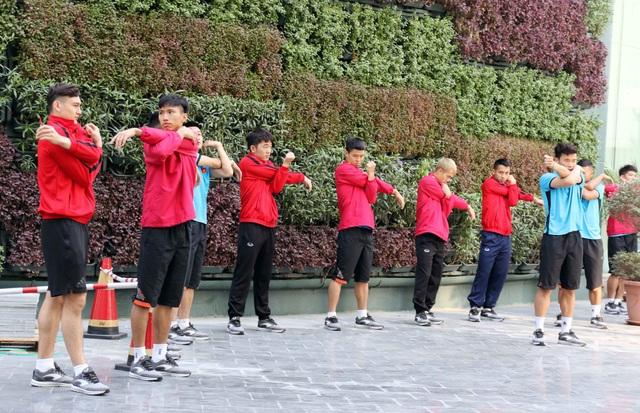 Đội tuyển Việt Nam thư giãn sau hành trình dài tới Qatar - Ảnh 3.