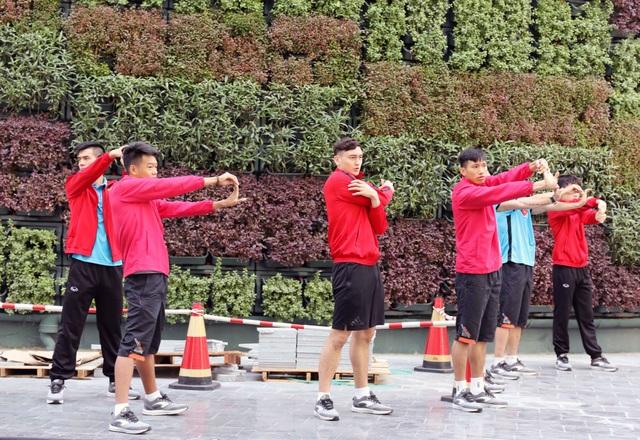 Đội tuyển Việt Nam thư giãn sau hành trình dài tới Qatar - Ảnh 5.
