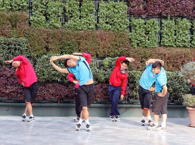 Đội tuyển Việt Nam thư giãn sau hành trình dài tới Qatar - Ảnh 8.