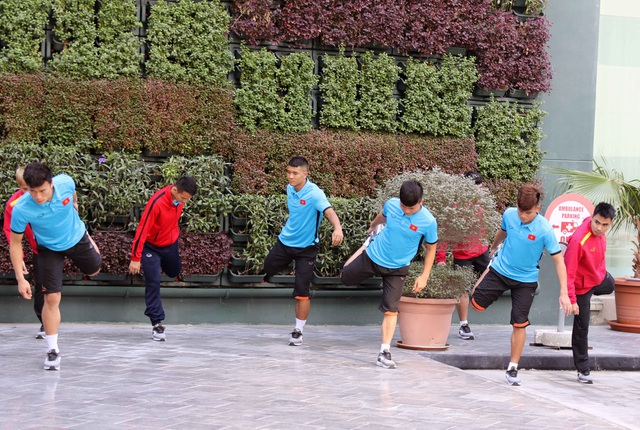 Đội tuyển Việt Nam thư giãn sau hành trình dài tới Qatar - Ảnh 9.
