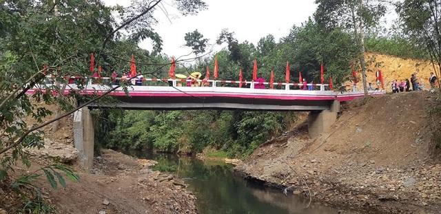 Náo nức niềm vui ngày khánh thành công trình cầu Dân trí thứ 15 tại Hà Giang - Ảnh 4.