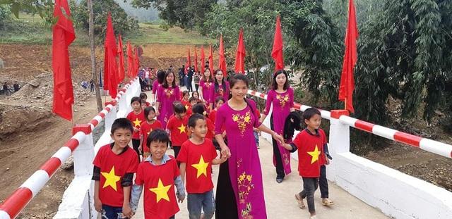 Náo nức niềm vui ngày khánh thành công trình cầu Dân trí thứ 15 tại Hà Giang - Ảnh 10.