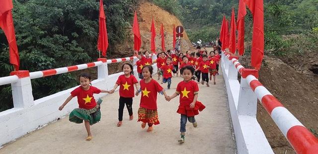 Náo nức niềm vui ngày khánh thành công trình cầu Dân trí thứ 15 tại Hà Giang - Ảnh 9.