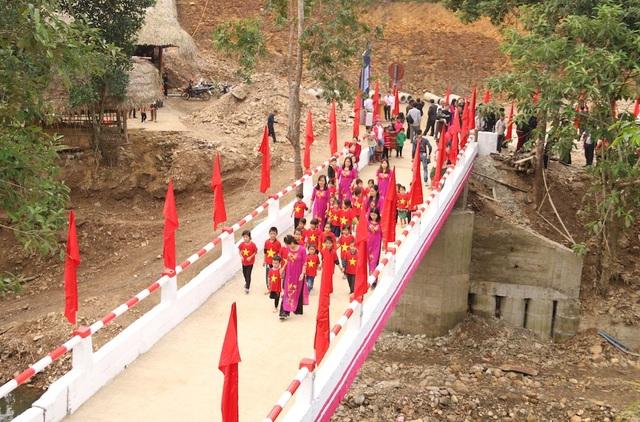 Náo nức niềm vui ngày khánh thành công trình cầu Dân trí thứ 15 tại Hà Giang - Ảnh 14.