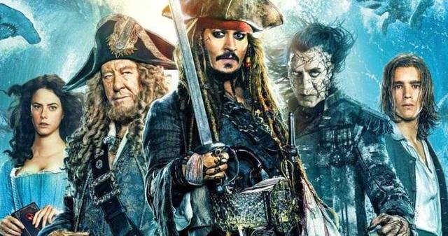 Johnny Depp hóa cướp biển đến thăm trẻ em trong bệnh viện - Ảnh 10.