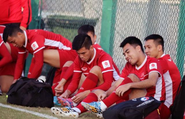Đội tuyển Việt Nam rèn miếng đánh trong buổi tập đầu tiên ở Qatar - Ảnh 24.