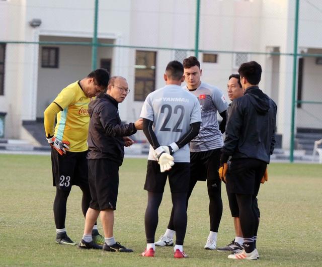 Đội tuyển Việt Nam rèn miếng đánh trong buổi tập đầu tiên ở Qatar - Ảnh 16.