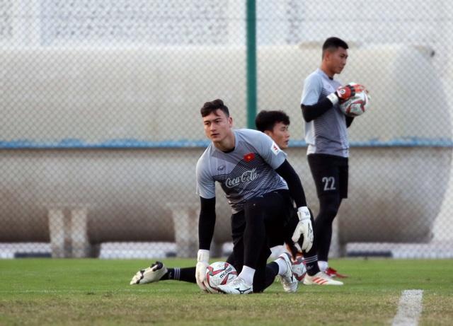 Đội tuyển Việt Nam rèn miếng đánh trong buổi tập đầu tiên ở Qatar - Ảnh 9.