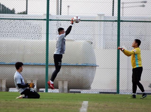 Đội tuyển Việt Nam rèn miếng đánh trong buổi tập đầu tiên ở Qatar - Ảnh 8.