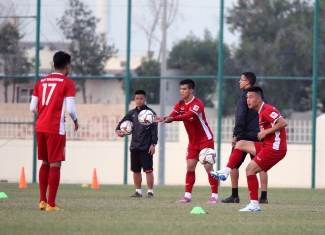 Đội tuyển Việt Nam rèn miếng đánh trong buổi tập đầu tiên ở Qatar - Ảnh 6.