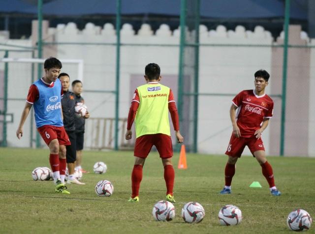 Đội tuyển Việt Nam rèn miếng đánh trong buổi tập đầu tiên ở Qatar - Ảnh 5.