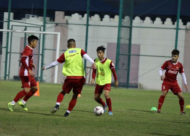 Đội tuyển Việt Nam rèn miếng đánh trong buổi tập đầu tiên ở Qatar - Ảnh 4.