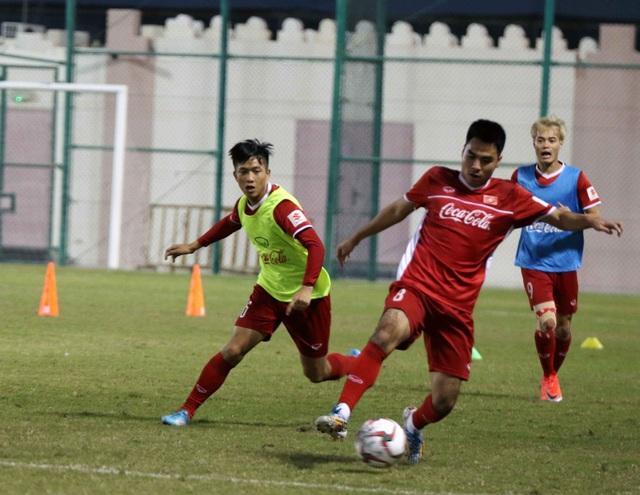 Đội tuyển Việt Nam rèn miếng đánh trong buổi tập đầu tiên ở Qatar - Ảnh 1.