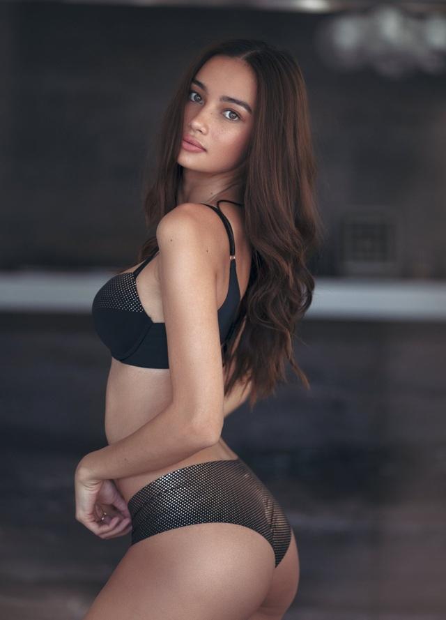 Vào năm 2015, cô đã được giám đốc điều hành của công ty người mẫu danh tiếng Wilhelmina phát hiện thông qua Instagram, người này sau đó đã mời cô tới New York làm việc trong bốn tháng. Cô đã có được hợp đồng với Vera Wang và được Patrick Demarchelier chụp ảnh.