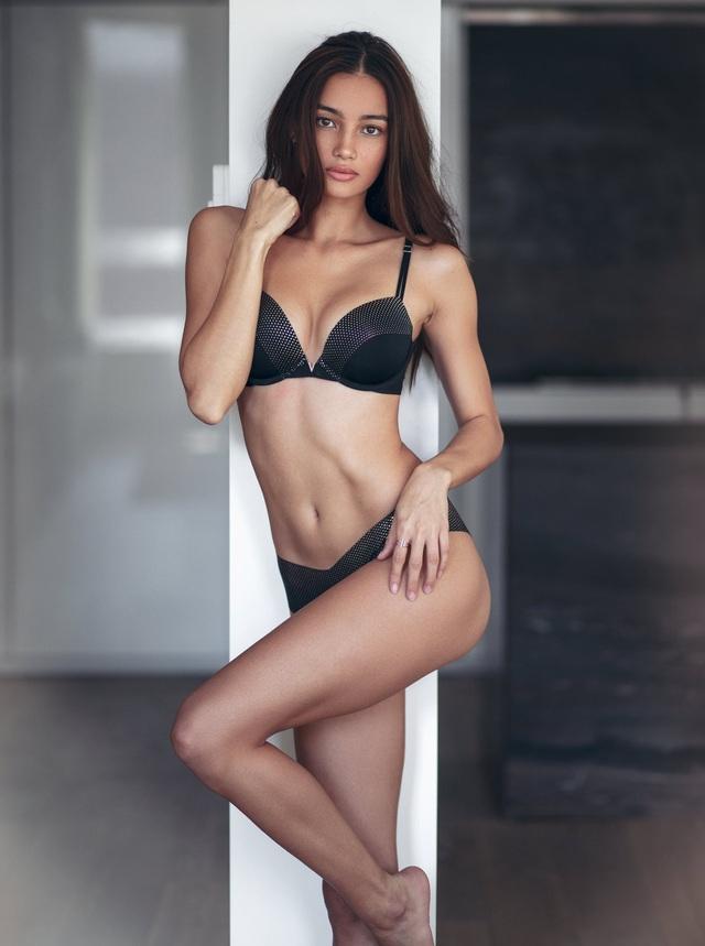 Khi người mẫu xinh đẹp này biết tin cô ấy đã trúng show của Victorias Secret thì cô rất tự hào, người đẹp nói nhãn hiệu này rất nổi tiếng ở Philippines và cô coi đó là món quà dành tặng những người thân yêu ở quê nhà