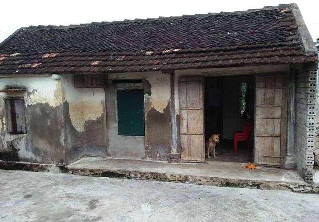 Căn nhà tồi tàn, xuống cấp nghiêm trọng là gia sản lớn nhất của gia đình anh Hồng chị Phượng.