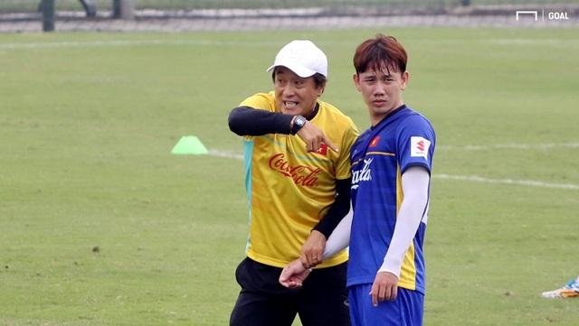Trợ lý HLV Lee Young Jin: Việt Nam không thể hài lòng dù vô địch AFF Cup 2018 - Ảnh 1.