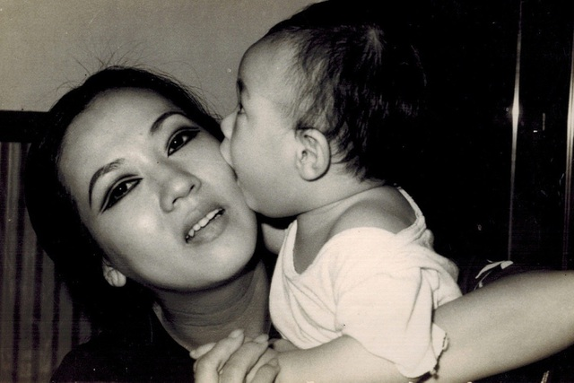 Bức ảnh quý về nghệ sĩ Thanh Nga và con trai Hà Linh.