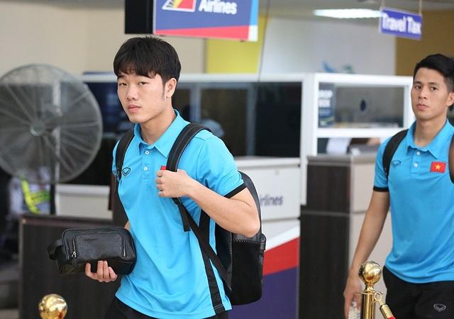 Đội tuyển Việt Nam về nước, chờ đấu Philippines ở Mỹ Đình - 14
