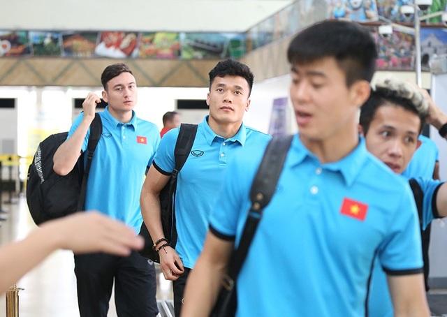 Đội tuyển Việt Nam về nước, chờ đấu Philippines ở Mỹ Đình - 13