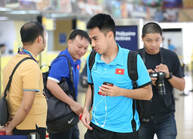 Đội tuyển Việt Nam về nước, chờ đấu Philippines ở Mỹ Đình - 12