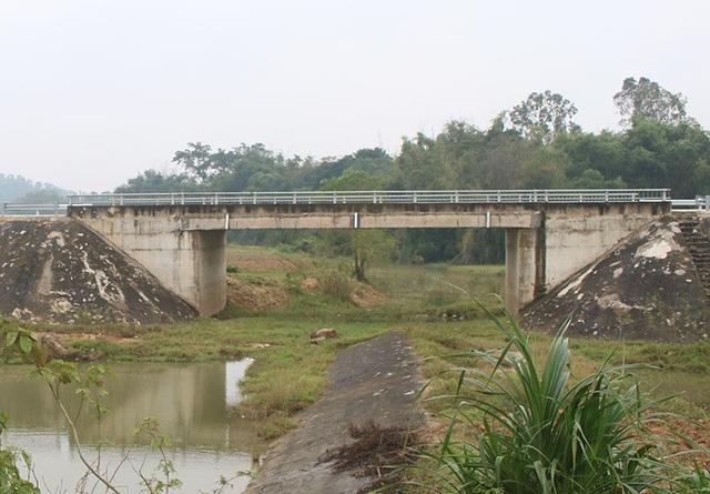 Hai cây cầu được thiết kế gồm 1 nhịp giản đơn dài 18m với số vốn đầu tư 20 tỷ đồng.