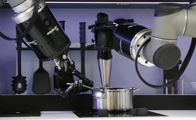 Samsung dùng nhầm iPhone quảng cáo cho Note 9, Robot nấu ăn chuẩn bị xuất xưởng - 4