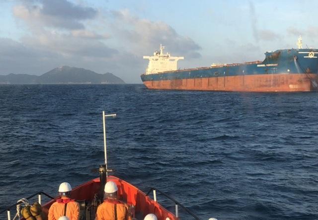 Tàu hàng Hi Lạp nơi thuyền viên bị thương trong quá trình làm việc