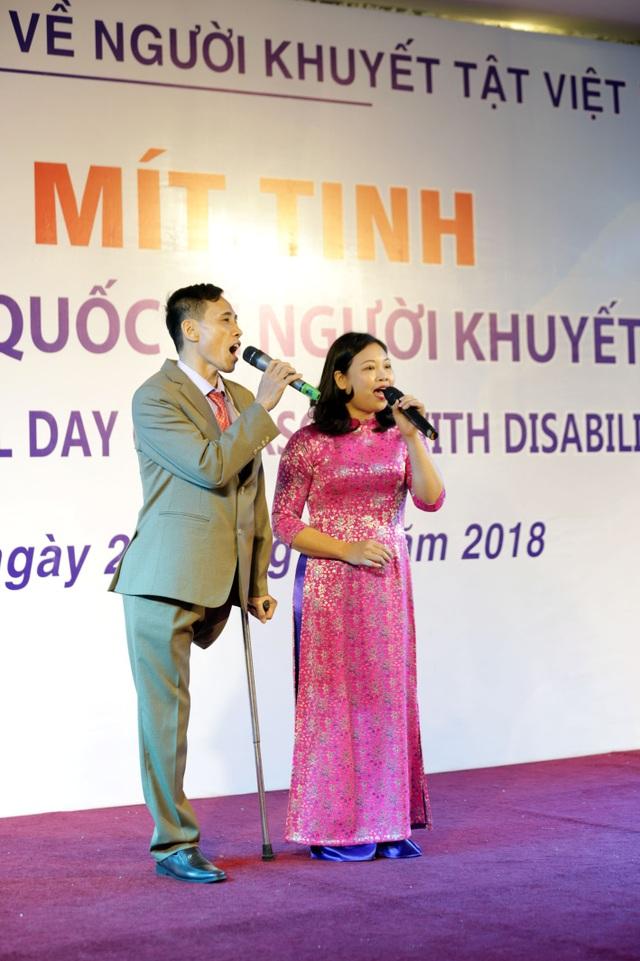 Buổi lễ khép lại với màn biểu diễn từ những người khuyết tật tham gia sự kiện lần này.