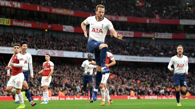 Tottenham vượt lên dẫn trước 2-1, Kane có bàn thắng thứ 9 ở mùa giải năm nay, quân bình thành tích của Aubameyang