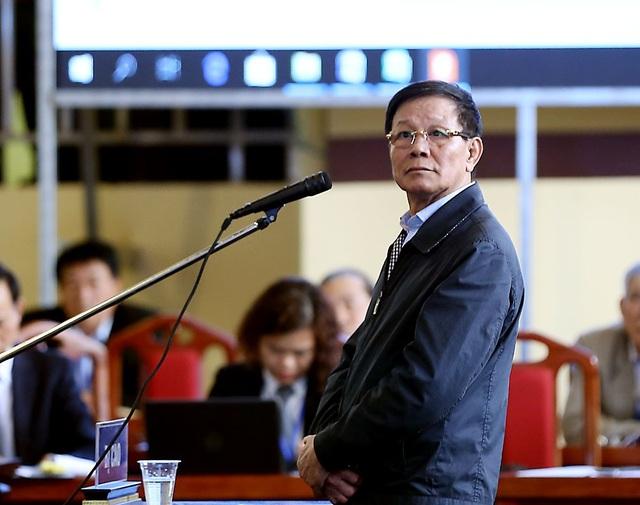 Bị cáo Phan Văn Vĩnh nhận án phạt 9 năm tù và phạt bổ sung 100 triệu đồng.