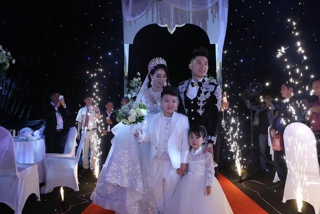 """Đám cưới """"khủng"""" ở Thái Nguyên: Trang trí hết 3 tỷ, mời Đan Trường đến hát - 12"""