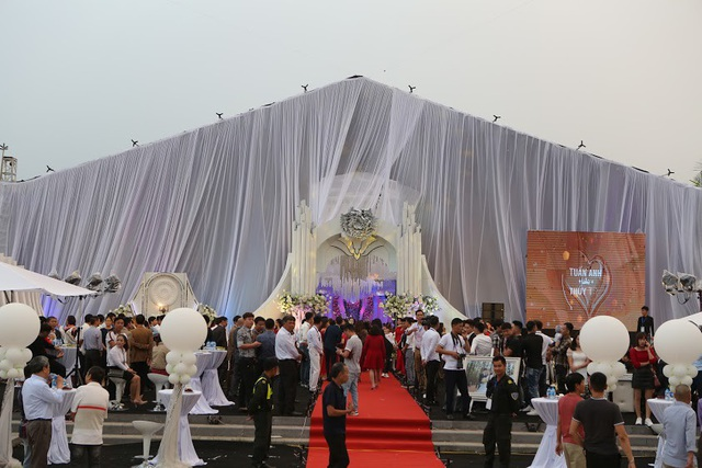 Đám cưới được tổ chức trong không gian rộng 2.000m2, với tổng chi phí lên tới gần 5 tỷ.