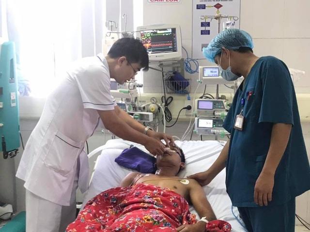 Nam thanh niên được cứu sống sau 40 phút ngừng tim liên tục.