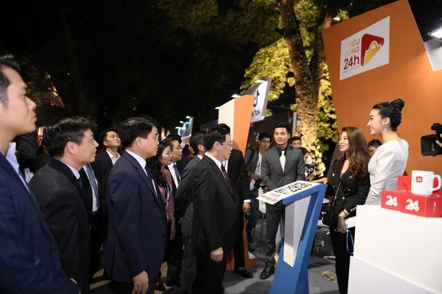 BTV Ngọc Trinh cùng Hoa hậu Đỗ Mỹ Linh đã giới thiệu về chương trình mới với Phó Thủ tướng Vương Đình Huệ, Bộ trưởng Bộ Công Thương, Chủ tịch UBND TP.Hà Nội cùng lãnh đạo các bộ ban ngành.