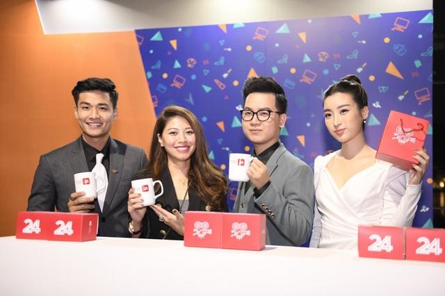 BTV Ngọc Trinh cùng các MC quảng bá cho Tiêu Dùng 24h - chương trình mới của VTV24 do chính cô tổ chức sản xuất.