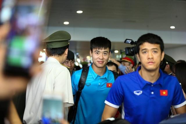 Duy Mạnh cùng Văn Hậu và Đình Trọng tạo thành bộ ba hậu vệ thép trước khung thành của thủ môn Đặng Văn Lâm, mang lại sự tin tưởng cho đồng đội và người hâm mộ.