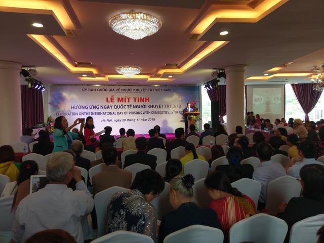 Phát biểu tại sự kiện, ông Imanov cho biết quan hệ Azerbaijan - Việt Nam đang phát triển ở tất cả các lĩnh vực. Ông cũng giới thiệu về hoạt động của quỹ Heydar Aliyev, gồm các sự kiện từ thiện ở Việt Nam.