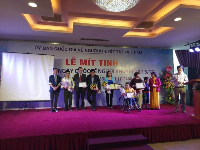 Các đại biểu tham luận về các hoạt động của chính phủ, tổ chức Việt Nam nhằm bảo vệ quyền, trao cơ hội việc làm, hỗ trợ 8 triệu người khuyết tật trên khắp đất nước trong nỗ lực hòa nhập với xã hội.
