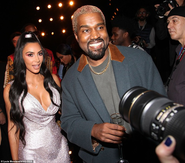 Kim Kardashian là người lăng xê tích cực các món đồ thời trang do chồng thiết kế
