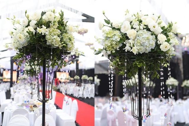 Hoa tươi trang trí tại đám cưới được nhập khẩu toàn bộ