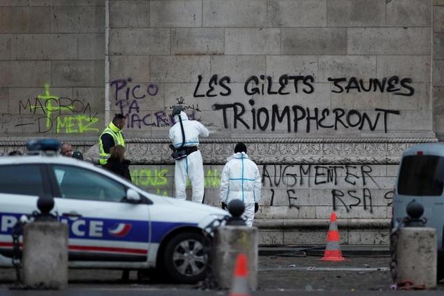 Tại Paris, cảnh sát cho biết đã bắt giữ hơn 400 người, trong khi 133 người bị thương, trong đó có hàng chục nhân viên thuộc lực lượng an ninh.