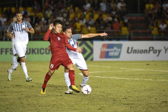 Các cầu thủ nhanh nhẹn như Quang Hải khiến hàng thủ Philippines khốn khổ