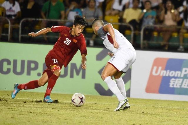 Hàng thủ của Phillipines thi đấu không chắc chắn trước sự biến hóa cao ở các đợt tấn công của Việt Nam
