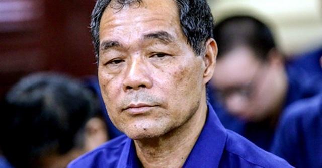 Ông Trầm Bê được đưa vào phòng xử sau cùng. Ảnh: Thành Nguyễn.