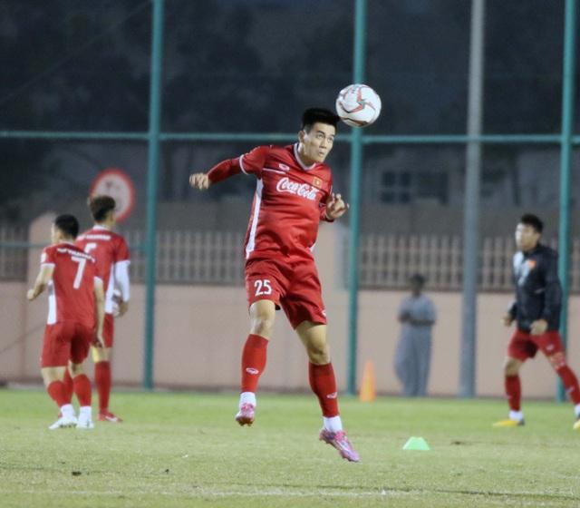 Đội tuyển Việt Nam tăng khối lượng tập luyện tại Qatar - Ảnh 10.