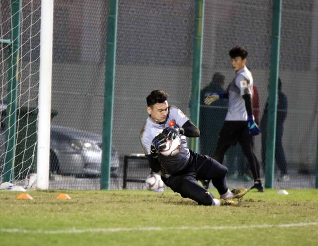 Đội tuyển Việt Nam tăng khối lượng tập luyện tại Qatar - Ảnh 9.