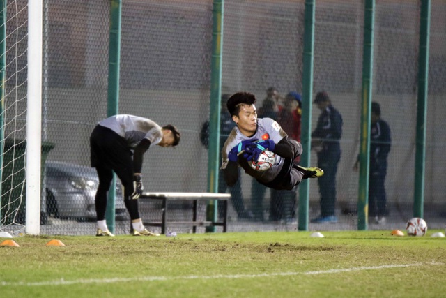 Đội tuyển Việt Nam tăng khối lượng tập luyện tại Qatar - Ảnh 8.