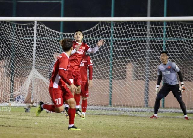 Đội tuyển Việt Nam tăng khối lượng tập luyện tại Qatar - Ảnh 6.