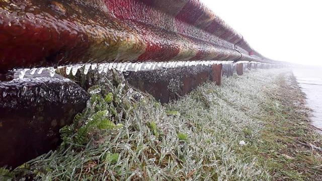 Du khách thích thú với băng tuyết phủ trắng đỉnh Mẫu Sơn - 14